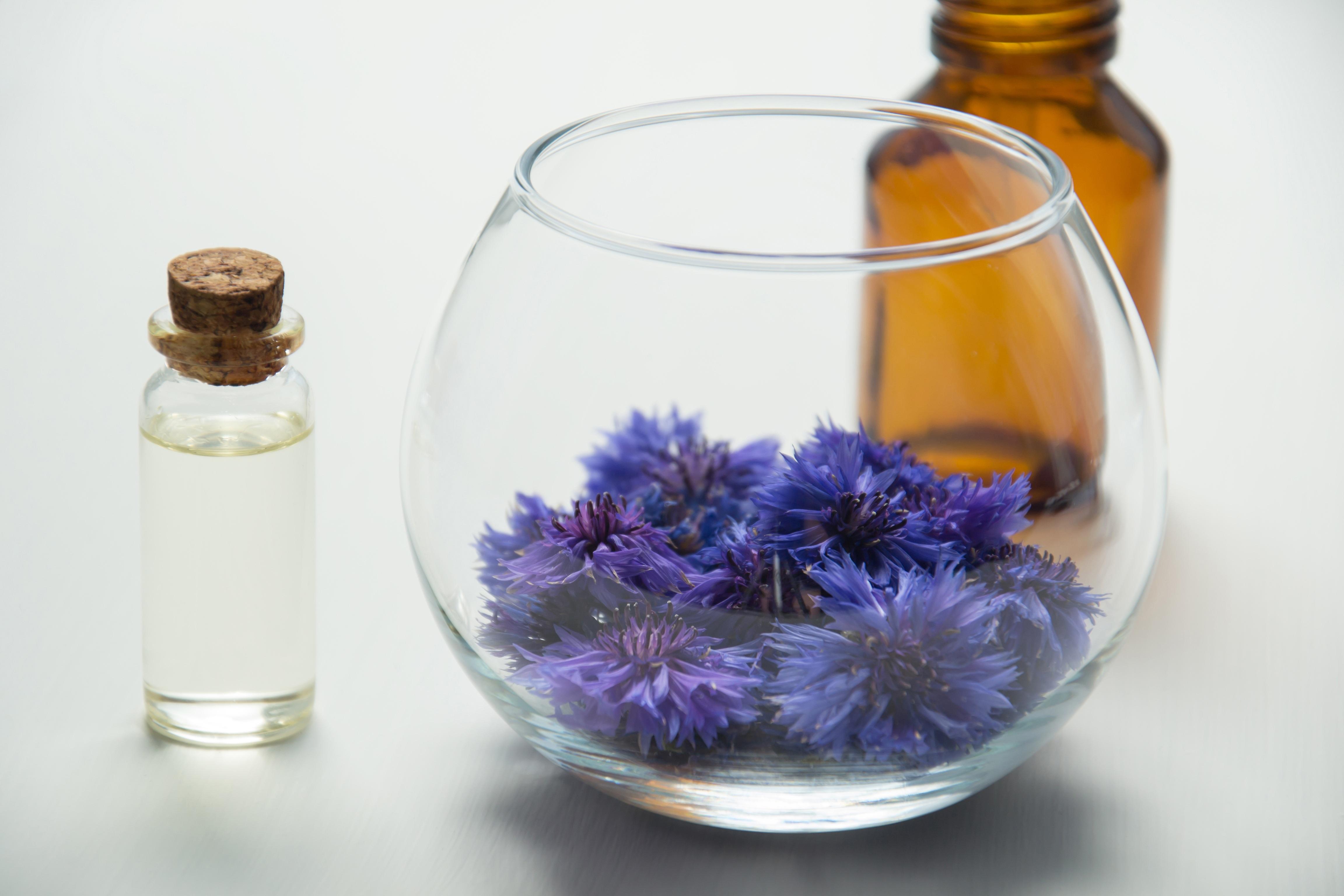 Glas mit Blüten